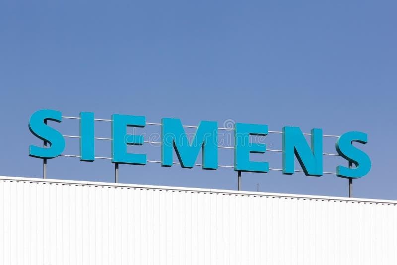 Logotipo de Siemens em uma construção imagens de stock