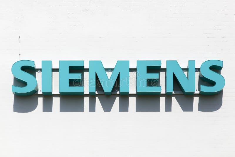 Logotipo de Siemens em uma fachada foto de stock royalty free