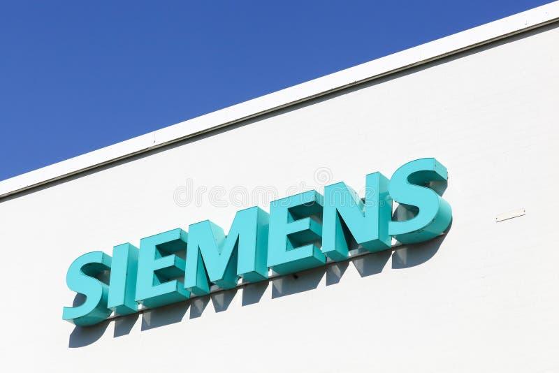Logotipo de Siemens em uma fachada fotografia de stock