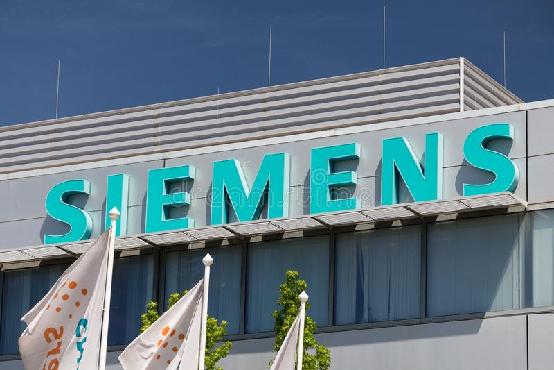 Logotipo de Siemens na constru??o de Siemens fotografia de stock royalty free