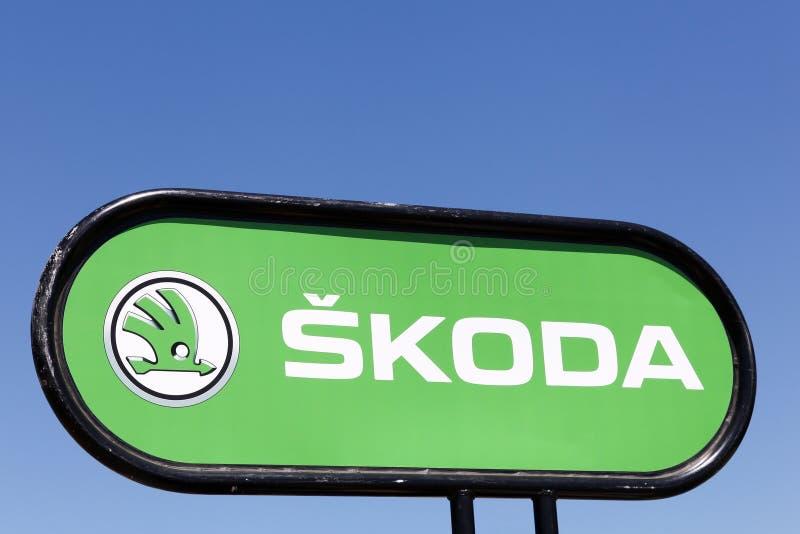 Logotipo de Skoda en un panel fotos de archivo