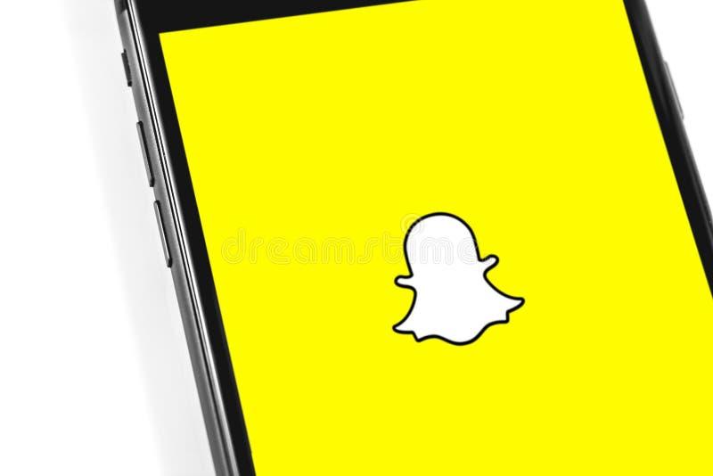Logotipo de Snapchat en el smartphone de la pantalla fotos de archivo libres de regalías