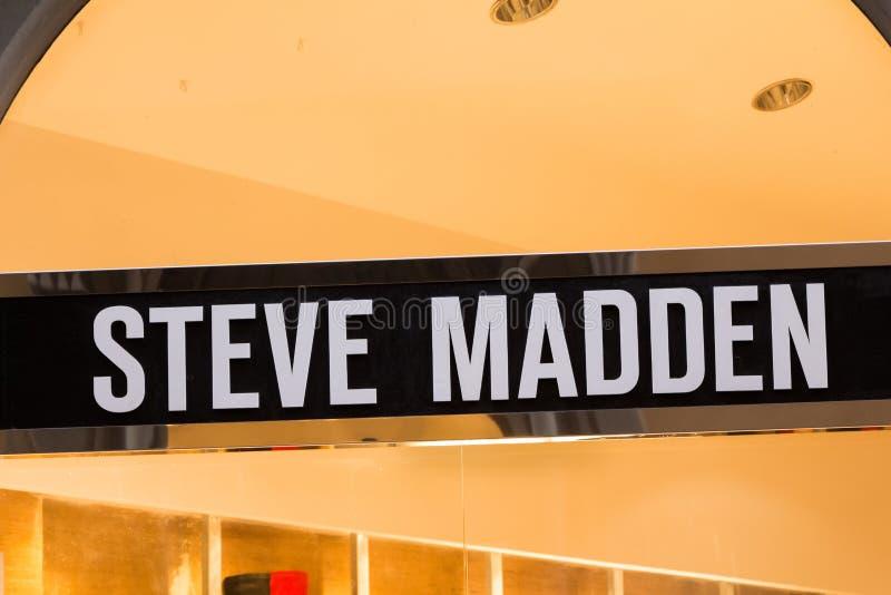 Logotipo de Steve Madden en la tienda de Steve Madden fotografía de archivo libre de regalías