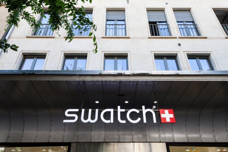 Logotipo de Swatch en el mainstore de la marca en Ginebra Swatch es uno de los fabricantes más famosos del reloj de Suiza fotografía de archivo