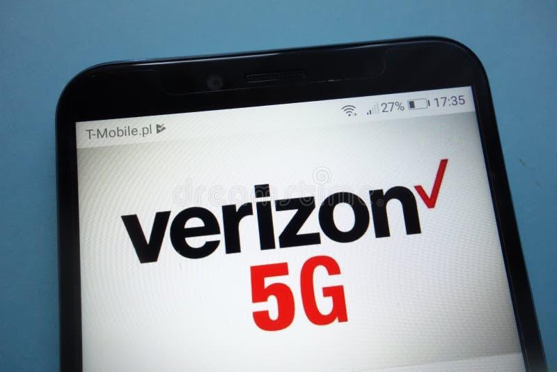 Logotipo de Verizon 5G en smartphone fotografía de archivo