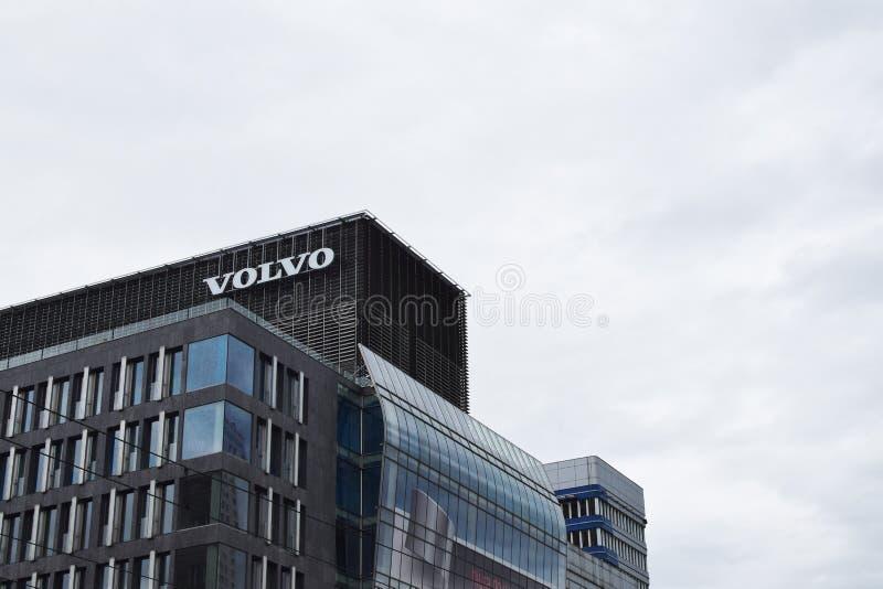 Logotipo de Volvo na construção fotos de stock