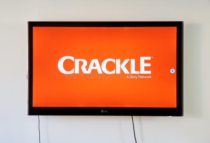 Logotipo del crujido y app en la pantalla de LG TV imagen de archivo