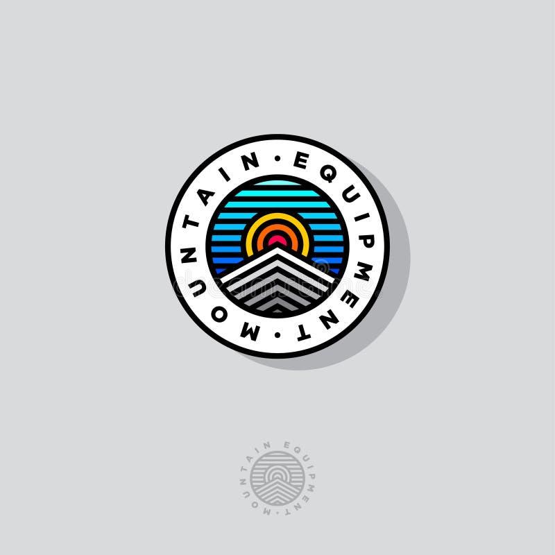 Logotipo del equipo de la montaña Picos de montañas Sun y cielo en un círculo Logotipo de Mountains Tours Company ilustración del vector