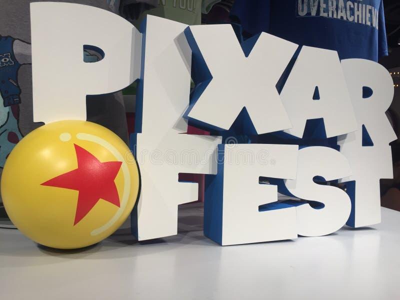 Logotipo del Fest 3d de Pixar en la tienda de Disneyland, California imágenes de archivo libres de regalías