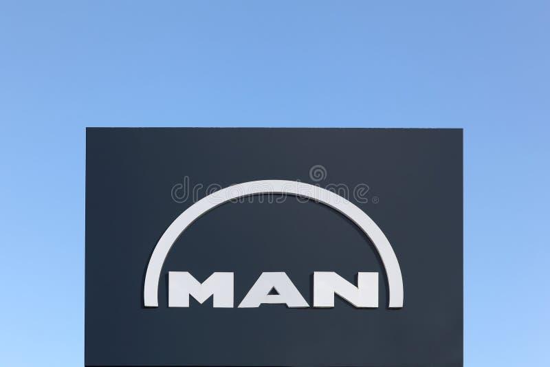 Logotipo del hombre en un panel fotografía de archivo