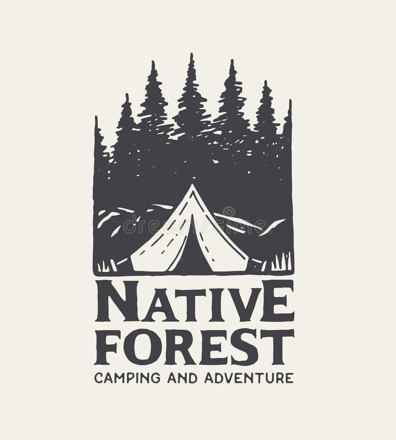 Logotipo del parque que acampa Bosque y tienda nativos en fondo ligero Mano drenada stock de ilustración