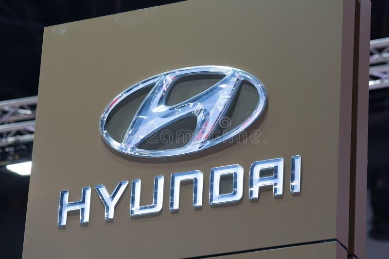 Logotipo do carro de Hyundai na exposição automóvel imagens de stock