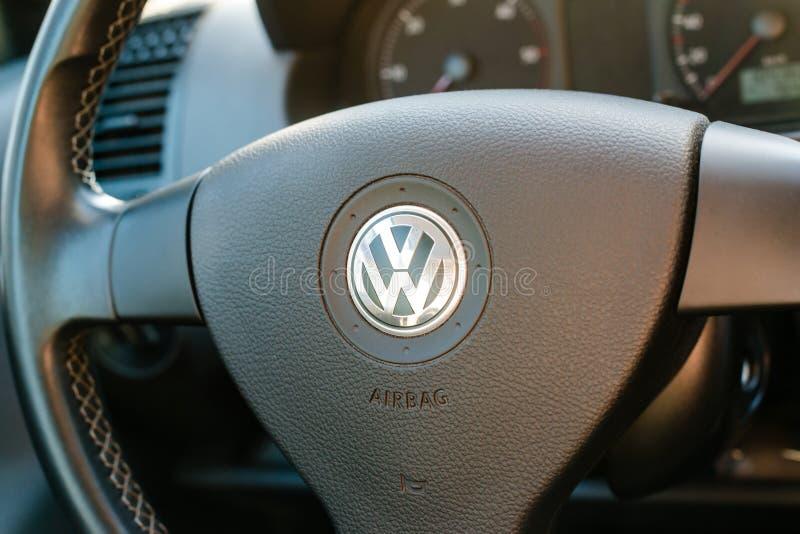 Logotipo do fabricante de carro alemão Volkswagen fotografia de stock royalty free