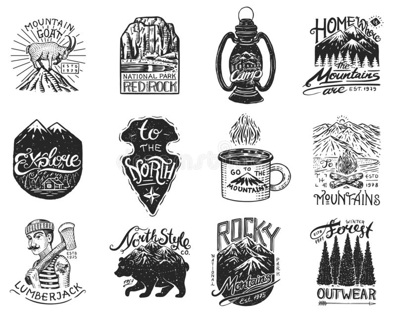 Logotipo e etiquetas de acampamento Montanhas e lenhador, urso marrom, cabra de montanha, pinheiros Viagem na floresta, exterior ilustração stock