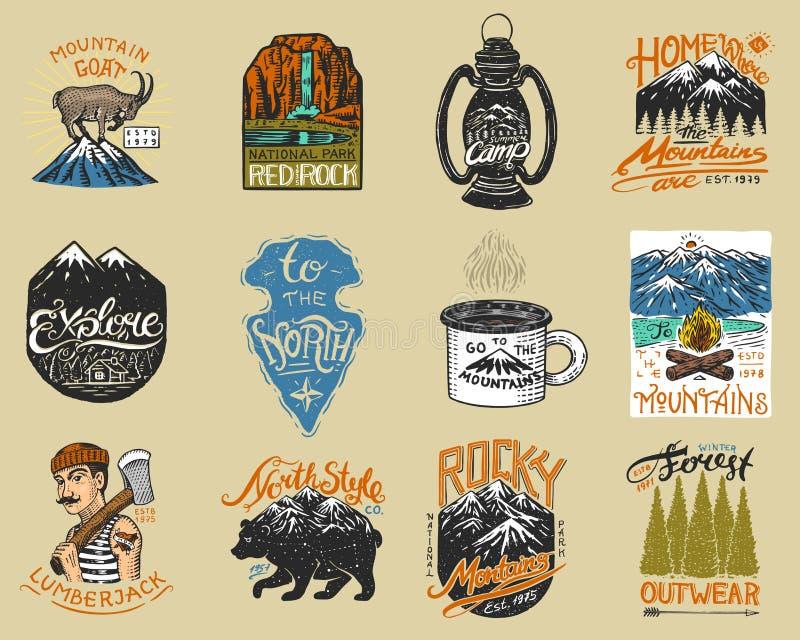 Logotipo e etiquetas de acampamento Montanhas e lenhador, urso marrom, cabra de montanha, pinheiros Viagem na floresta, exterior ilustração royalty free