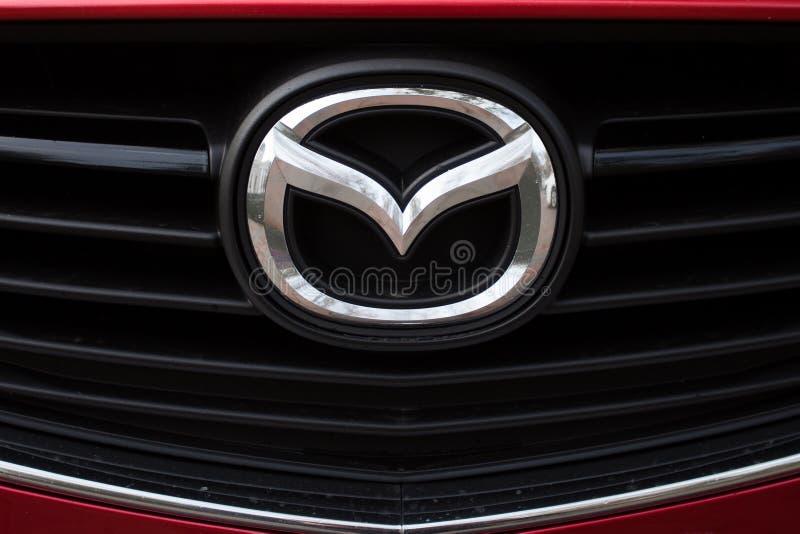 Logotipo e insignia de Mazda fotografía de archivo