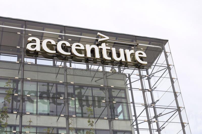 Logotipo global da empresa de serviços profissionais de Accenture imagem de stock royalty free