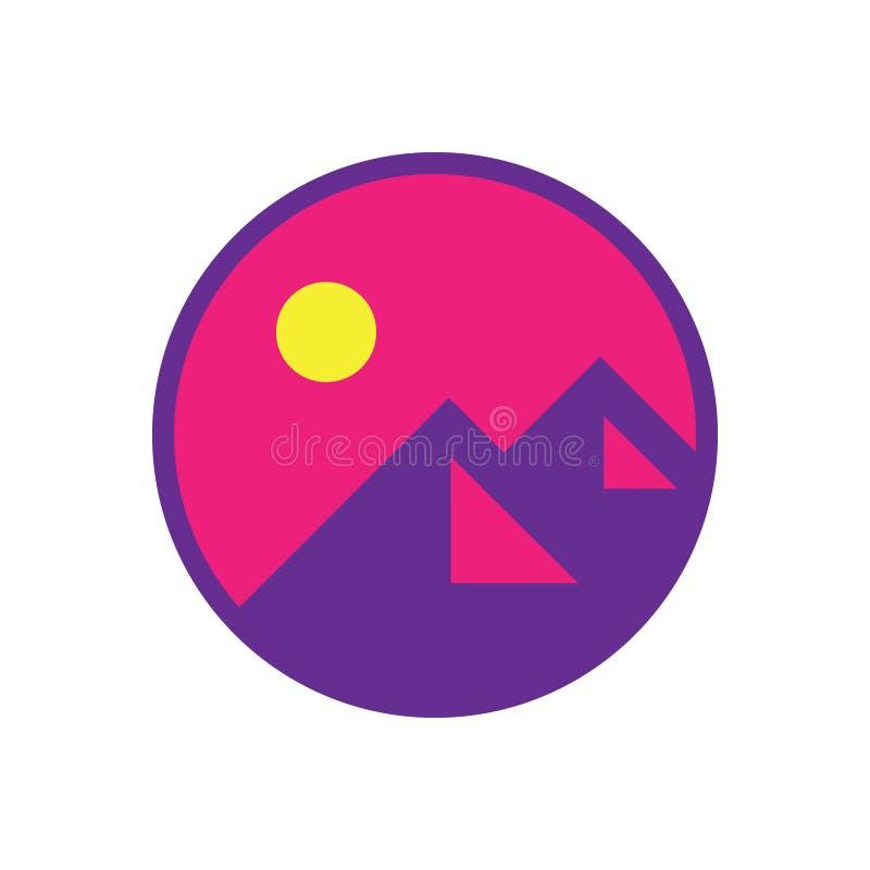 Logotipo moderno minimalista de la aventura de la montaña imagen de archivo libre de regalías
