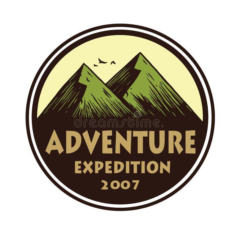 Logotipo para a aventura de acampamento, os emblemas, e os crachás da montanha Acampamento em Forest Vetora Circle Illustration T ilustração royalty free