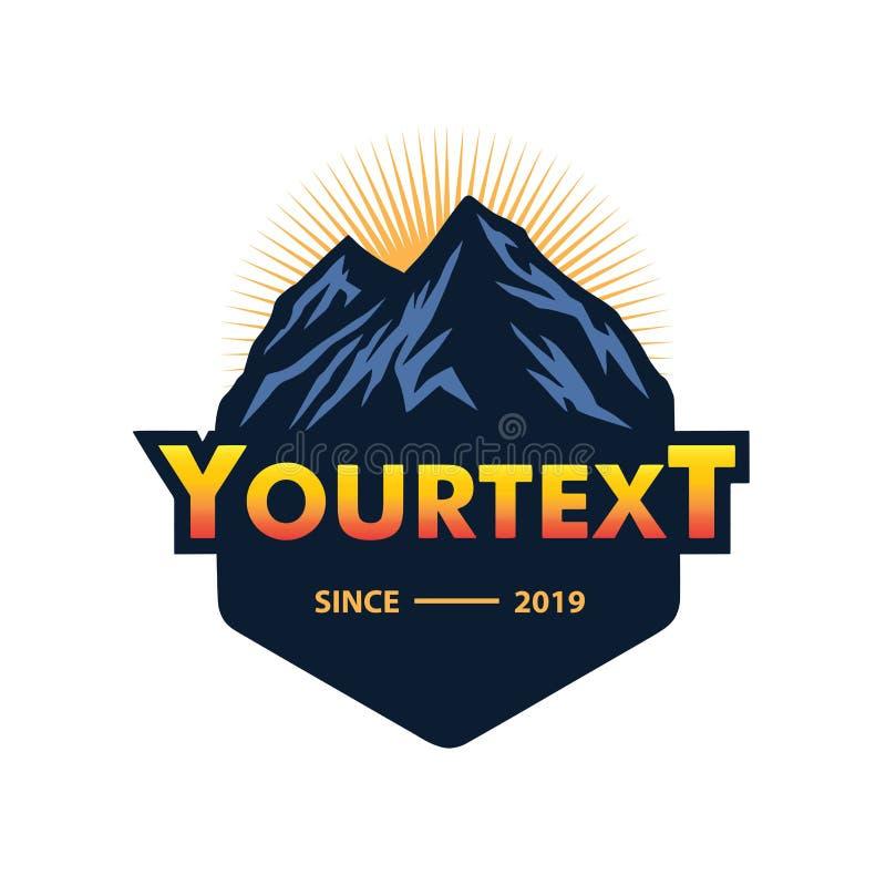 Logotipo para la montaña, acampando, aventura que sube Logotipo del vector del vintage y plantilla de las etiquetas stock de ilustración