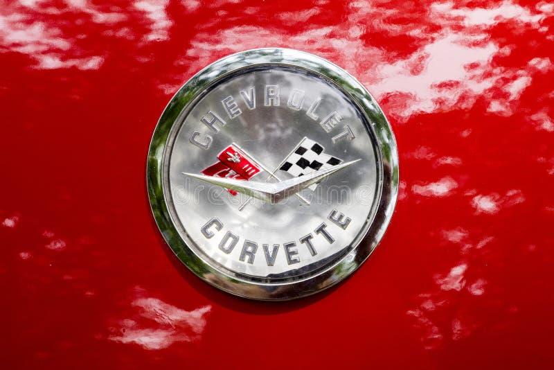 Logotipo rojo del descapotable 1959 del vintage del coche de Chevrolet Corvette imágenes de archivo libres de regalías