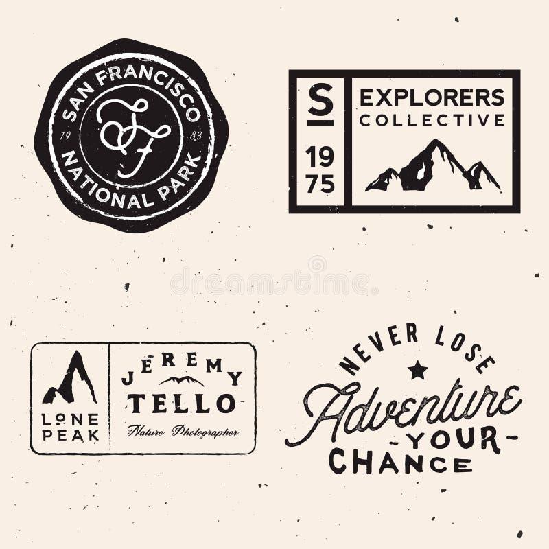Logotipos de la montaña Plantillas del logotipo de la aventura en tema del viaje stock de ilustración