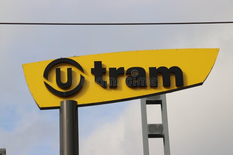 Logotyp för SIG:s snabbgående gatubilar med namnet sneltram i staden Utrecht som drivs av Qbuzz fotografering för bildbyråer