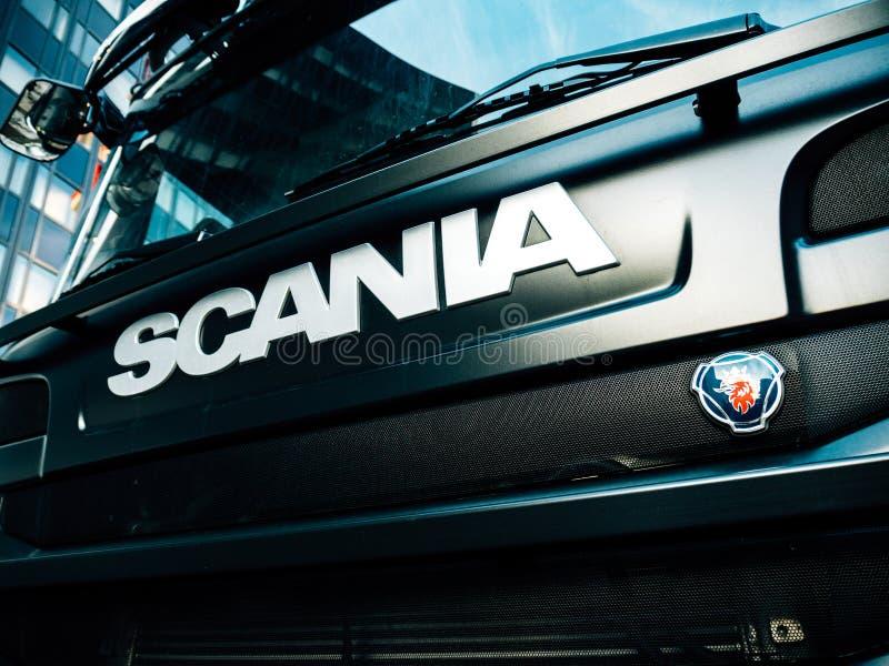 Logotype de Scania sur l'avant du camion G410 photographie stock