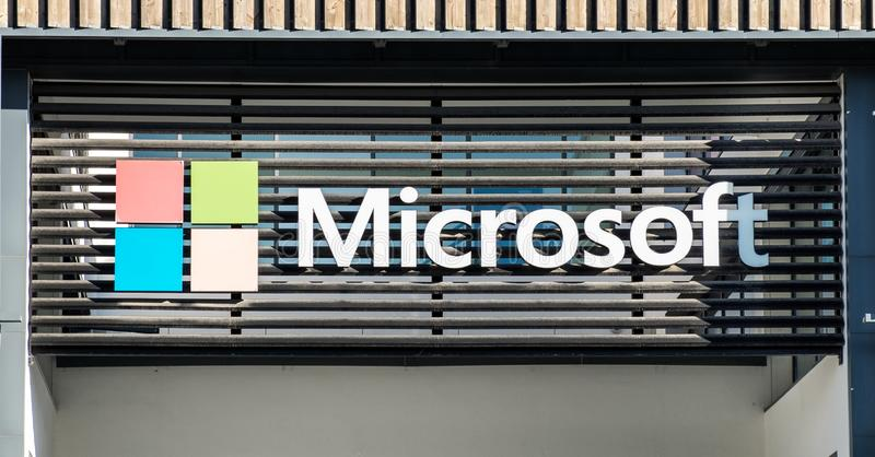 Logotype di Microsoft sul nuovo ufficio di Lisbona portugal immagine stock libera da diritti