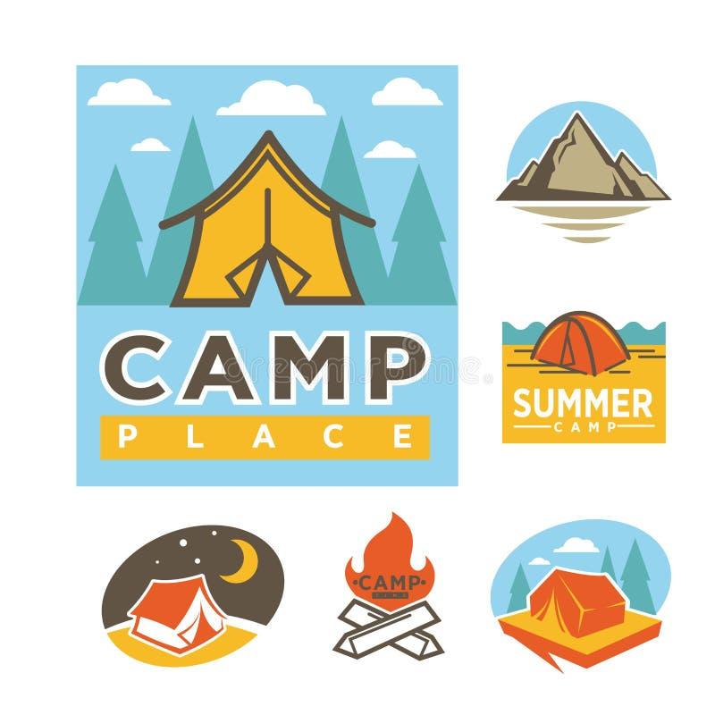 Logotypes relativos à promoção do lugar do acampamento de verão com ilustrações da barraca ilustração do vetor