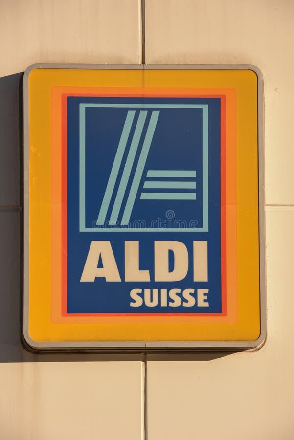 Logozeichen von Aldi-Supermarkt in Lugano auf der Schweiz lizenzfreie stockbilder
