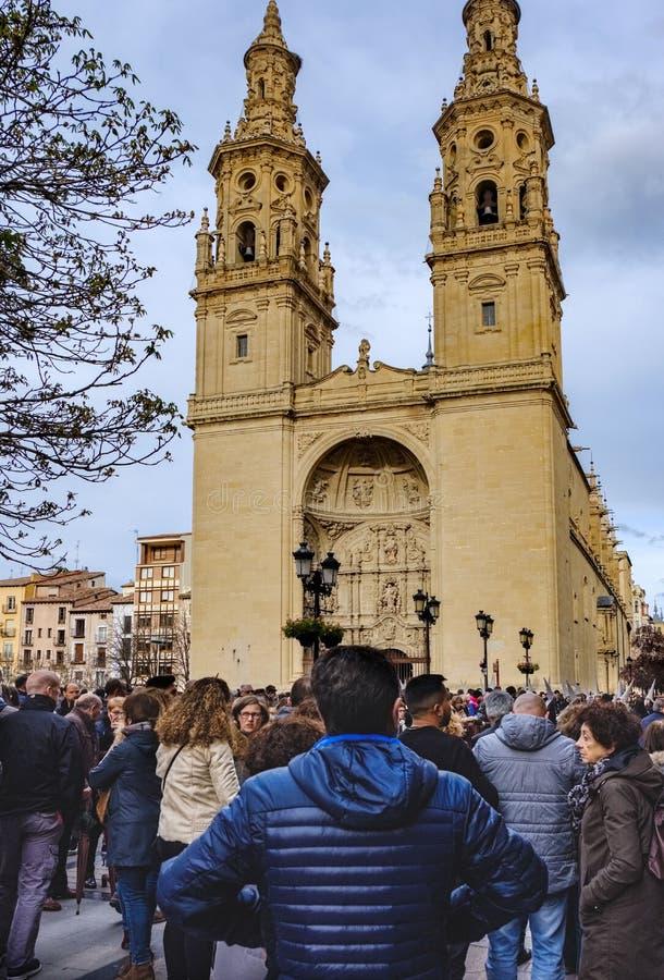 Logroño, La Rioja, Espanha 23 de abril de 2018: Fachada principal da Santa MarÃa concatedral redondo do estilo gótico e construí imagens de stock royalty free
