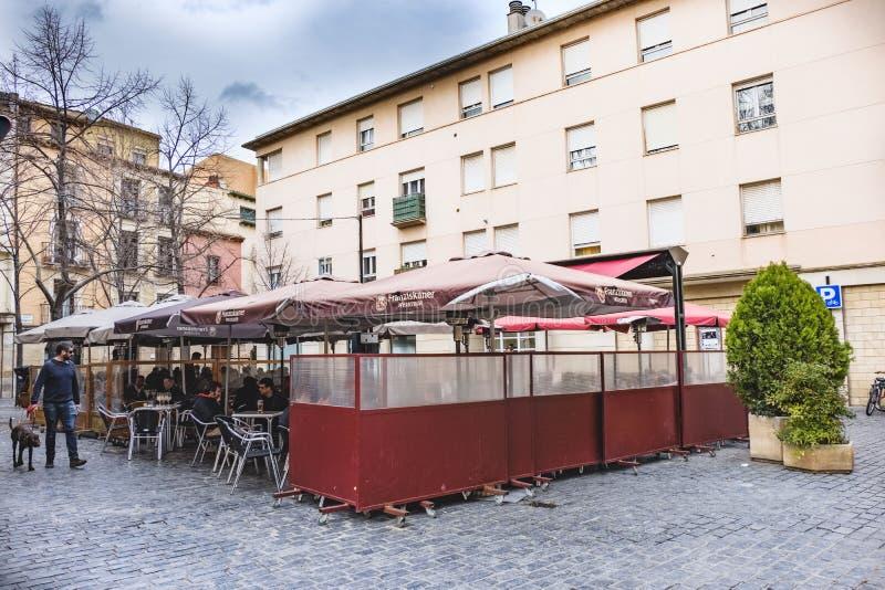 Logroño, La Rioja, Espanha 22 de abril de 2018: O quadrado pequeno na rua chamou Barriocepo no centro velho da cidade com o ter imagem de stock