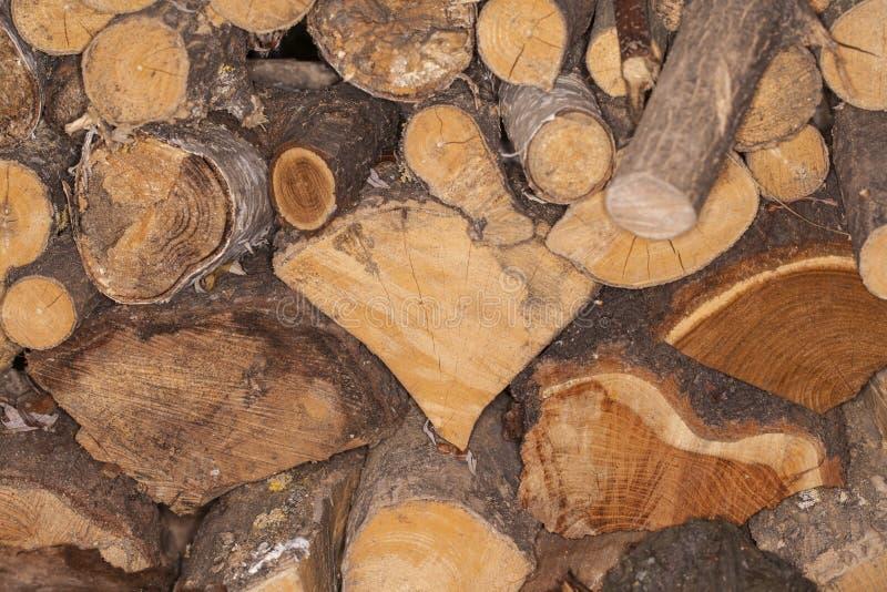 Logs da lenha em uma pilha agradável imagens de stock royalty free