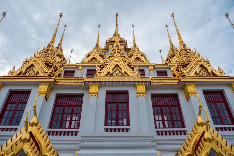 Loha Prasart или замок металла на Wat Ratchanadda на Бангкоке, Таиланде стоковые фото