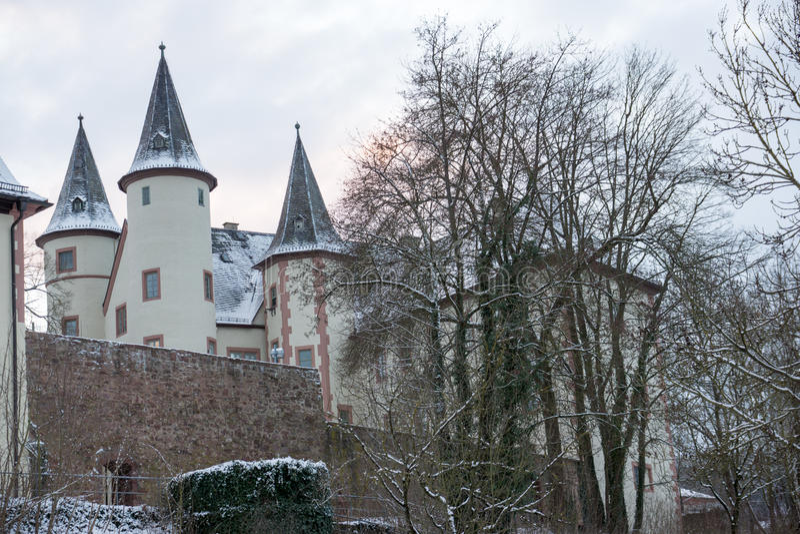 Lohr am magistrala, Niemcy - Śnieżny bielu kasztel zdjęcia royalty free