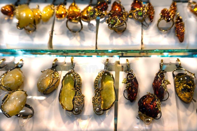 Loja ambarina natural da mostra da joia fotografia de stock