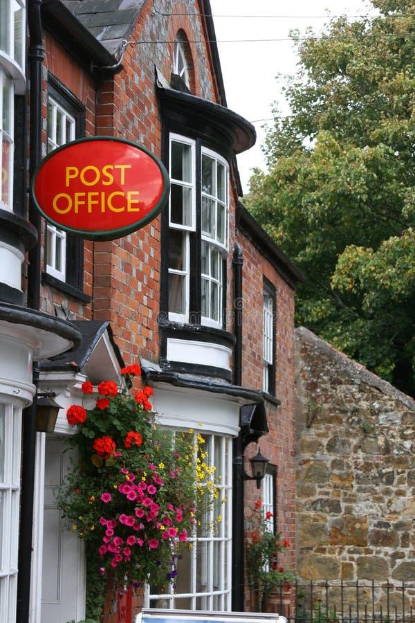 Loja & estação de correios da vila imagens de stock
