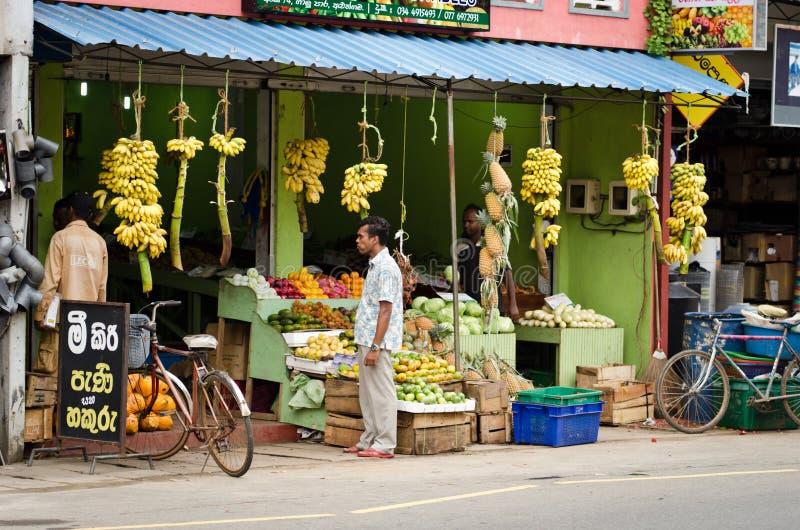Loja asiática tradicional dos vegetais e das frutas foto de stock