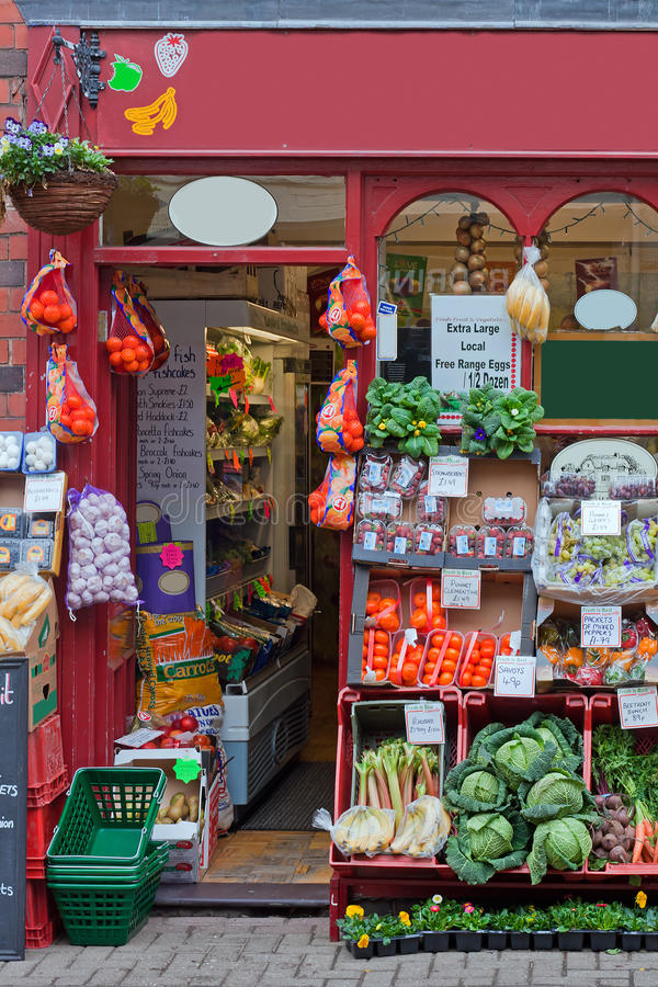 Loja britânica tradicional dos greengrocers imagem de stock royalty free