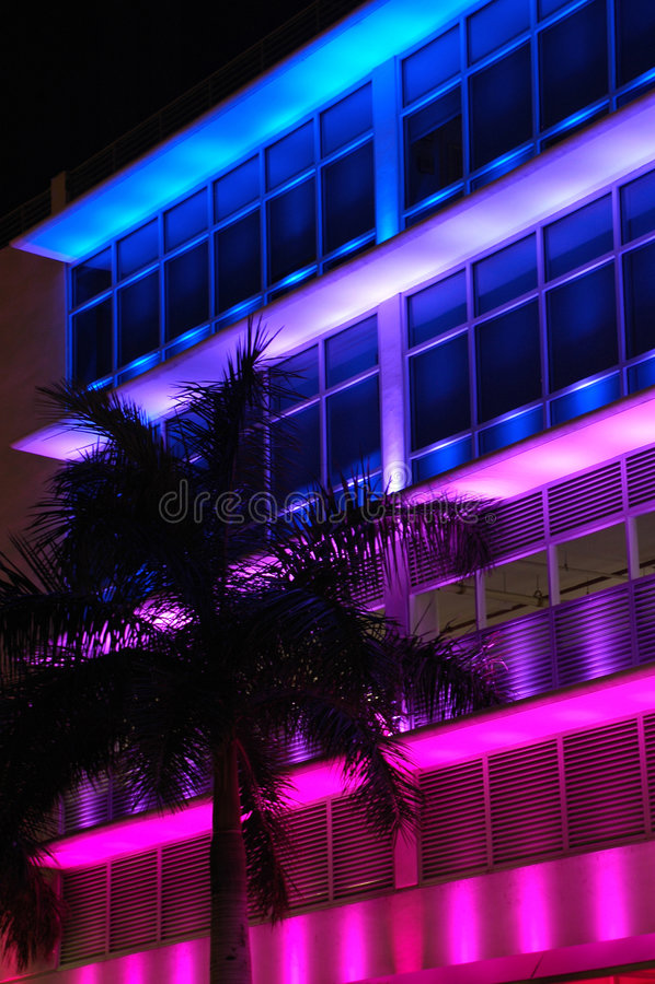 Loja colorida iluminada da forma na praia sul foto de stock royalty free