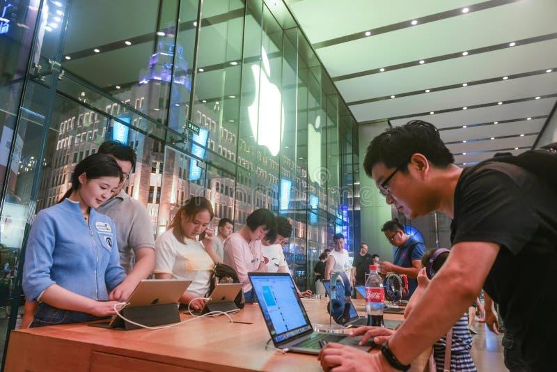 Loja da experiência da capitânia de Apple fotos de stock royalty free