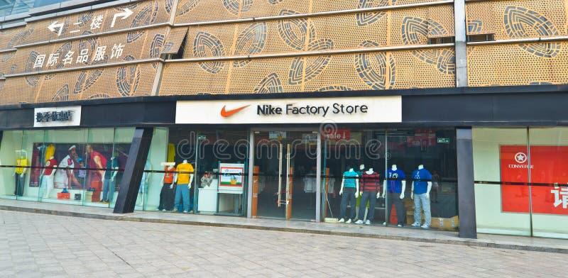 Loja da fábrica de Nike imagens de stock royalty free