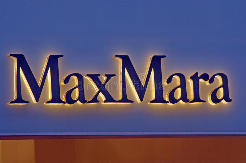 Loja da forma de MaxMara foto de stock