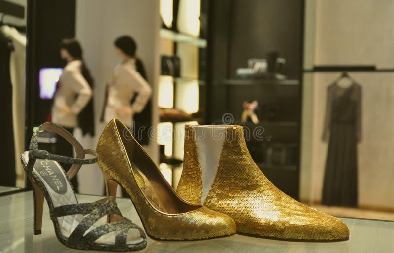 Loja da forma do inverno de Coco Chanel em Italy fotografia de stock