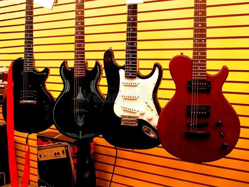 Loja da guitarra imagens de stock