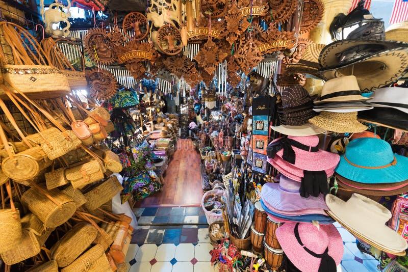 Loja da lembrança no mercado central em Kuala Lumpur fotos de stock royalty free