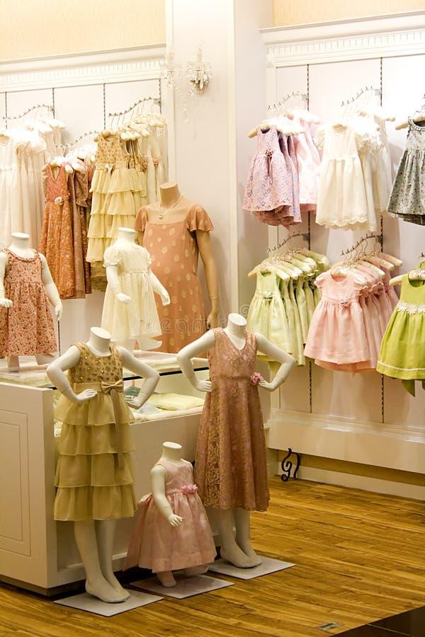 Loja da roupa das crianças imagens de stock