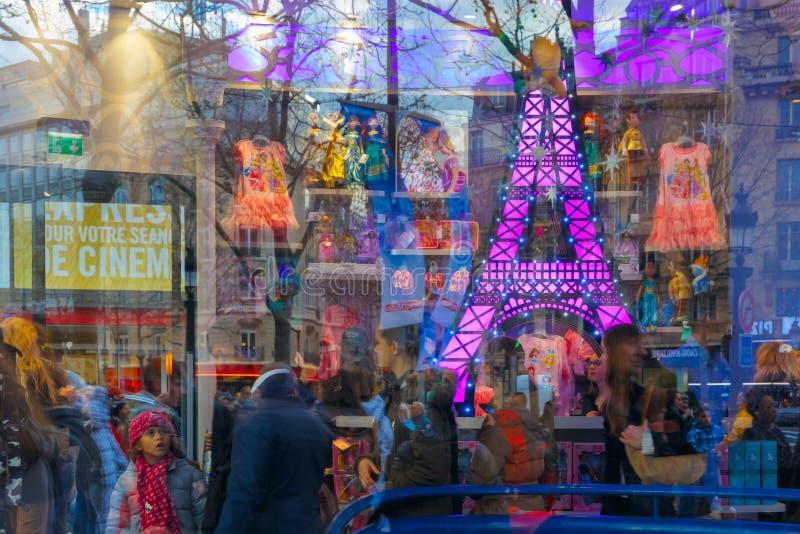 A loja das crianças da mostra em Paris, França fotografia de stock royalty free