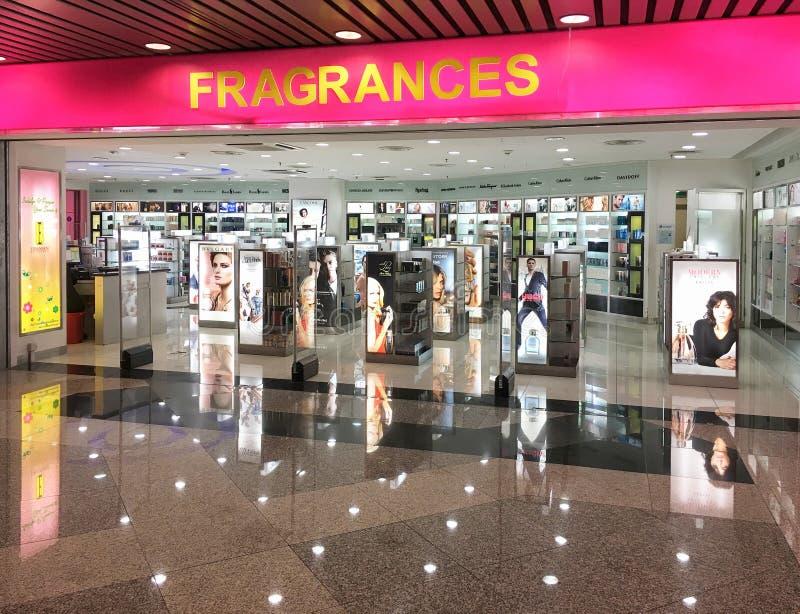 Loja das fragrâncias no aeroporto de Kuala Lumpur International fotografia de stock